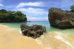 Padang Padang Beach at Uluwatu Bali Tour